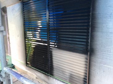 2021/5/22 雨戸塗装作業1回目